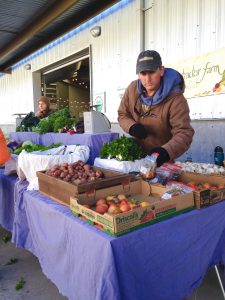 In winter, farmers get up well before dawn in the freezing cold to serve customers at winter markets.